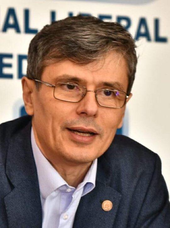 Recent, ministrul economiei Virgil Popescu a declarat că recomandă ca transferul de licență de către Exxon să fie făcut prin Hotărâre de Guvern.
