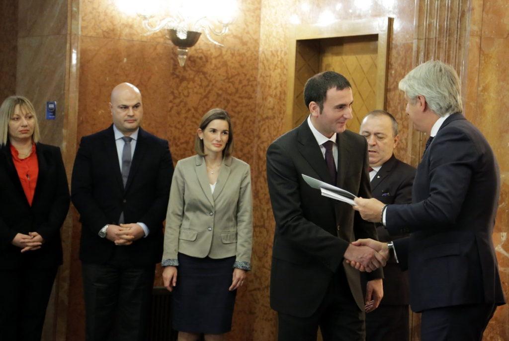Eugen Teodorovici, ministrul finanțelor publice, a semnat încă 5 noi acorduri de finanțare acordate în baza schemei de ajutor de stat pentru stimularea investițiilor majore.