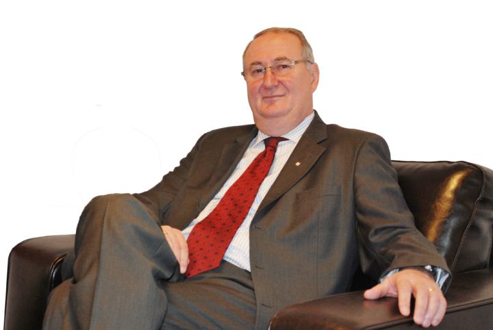 Eugen Lascu este managing partner la Thepesia Corporate Advisory. În calitate de consultant, are o experiență vastă în managementul schimbării (turnaround management), change management (componenta umană a schimbării) și finanțarea corporativă. Are o experiență de peste 12 ani în managementul corporativ ca CFO și CEO la C.N. Romtehnica SA, vicepreședinte în corporate finance și business development în cadrul UTI Grup, precum și o vastă experiență bancară în cadrul Raiffeisen Bank, România. Este membru al TMA și ACMP (Asociația Profesioniștilor în Managementul Schimbărilor). (http://elascu.ro)