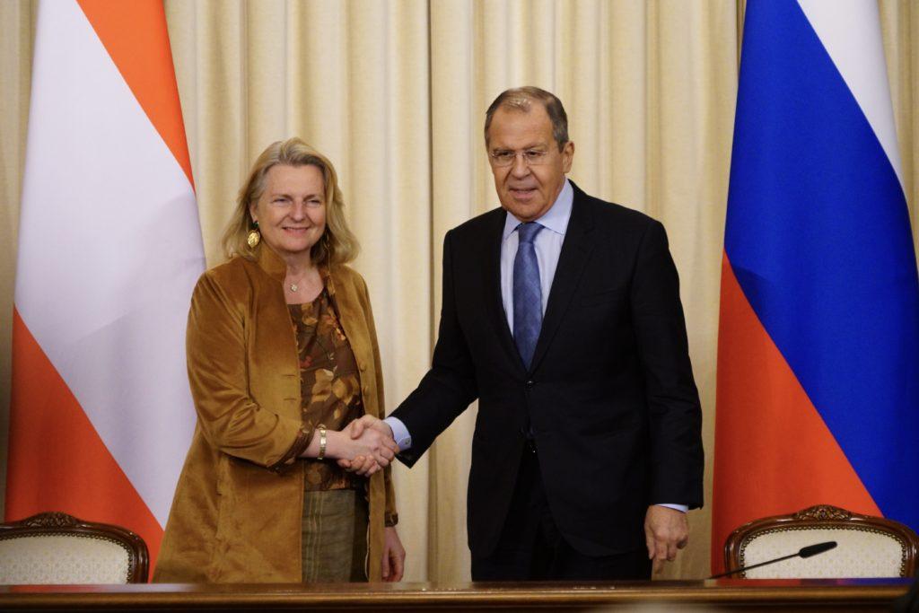 """Ministrul austriac de Externe Karin Kneissl a pledat pentru menţinerea unor """"legături puternice"""" cu Rusia, în cadrul unei întâlniri cu omologul său rus Serghei Lavrov. (http://www.mid.ru)"""