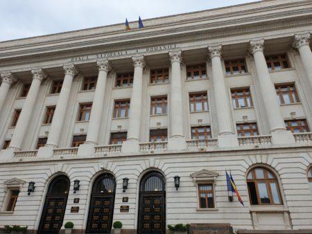 Opinie concurentă: Legea a fost adoptată fără solicitarea avizului Băncii Naționale a României, cuîncălcarea art.1 alin.(5) din Constituție.