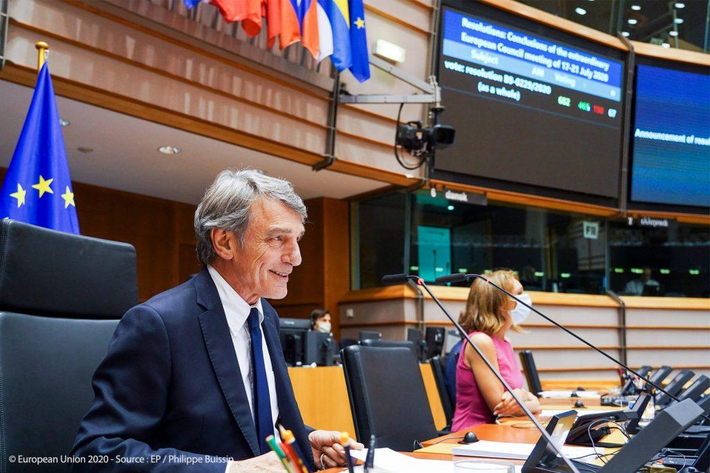 Mandatul de negociere cu Consiliul pentru îmbunătăţirea bugetului pe termen lung a fost adoptat de o largă majoritate a deputaţilor. ©EP