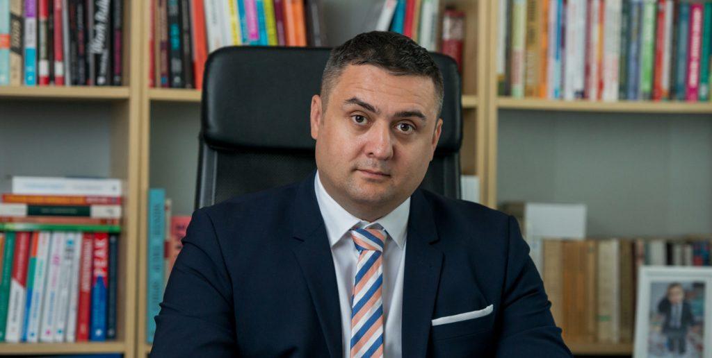 Adrian Dragomir Termene