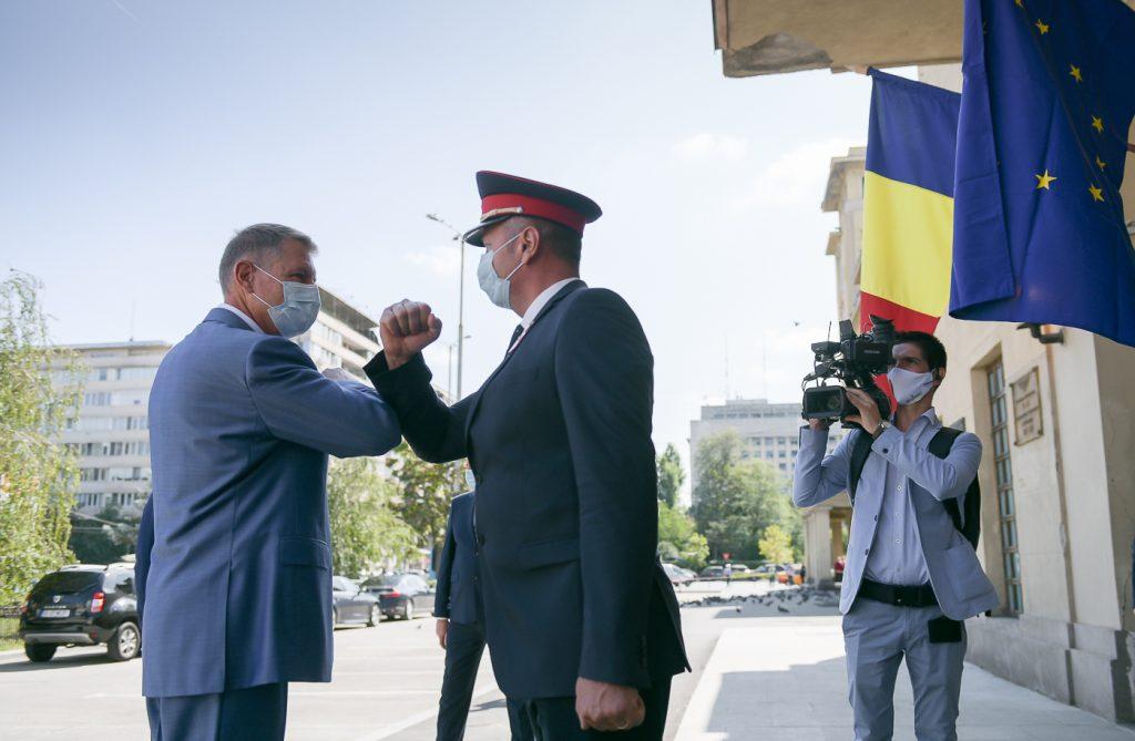 """Iohannis,la o deplasare-test cu trenul pe conexiunea feroviară Gara de Nord – Aeroportul """"Henri Coandă"""" (presidency.ro)"""