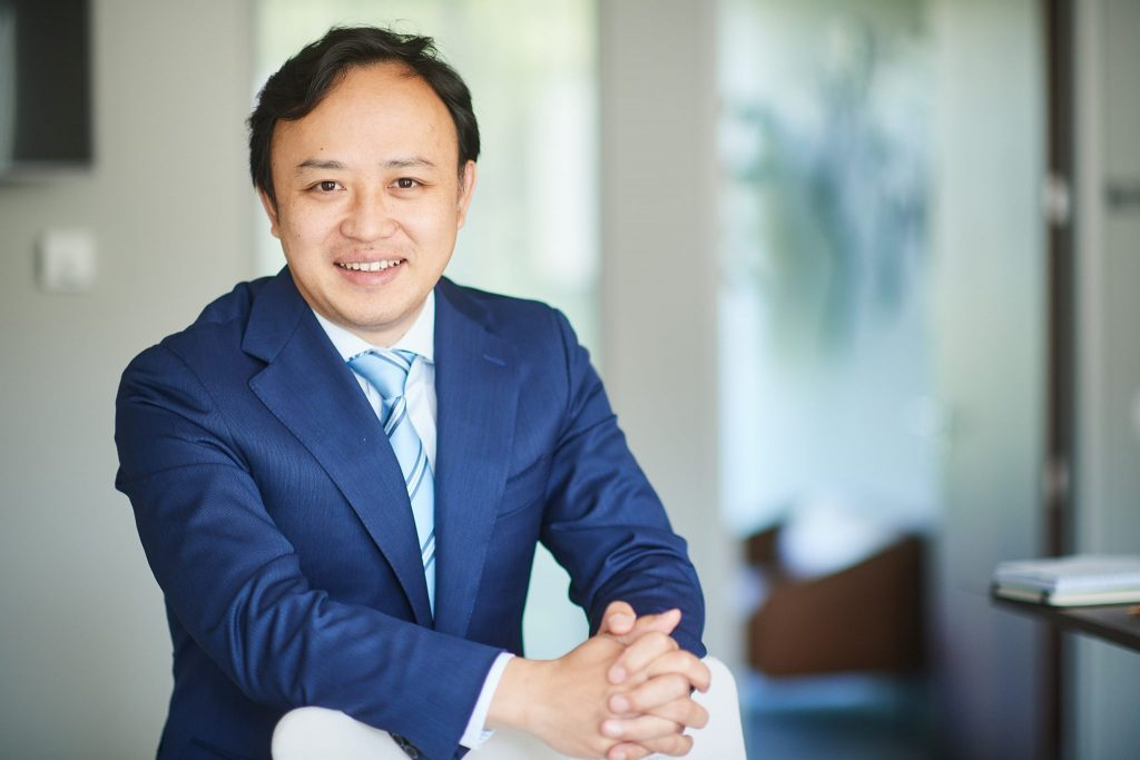 Abraham Liukang, Huawei, politizarea telecomunicatiilor