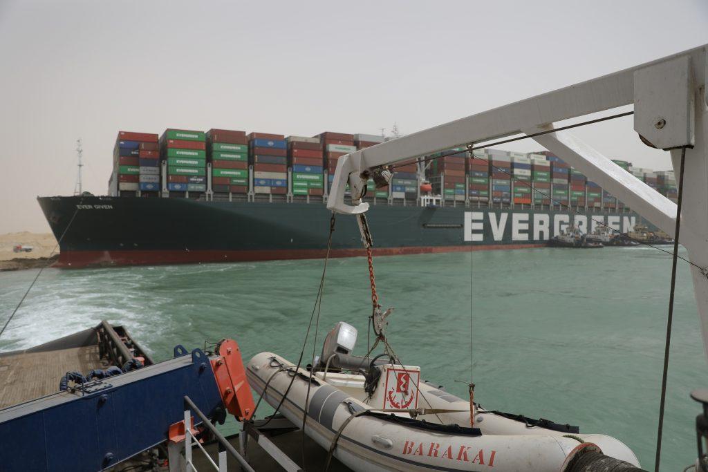 canalul suez blocat nava evergreen