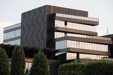 Amazon deschide trei noi birouri în România și creează 500 de locuri de muncă