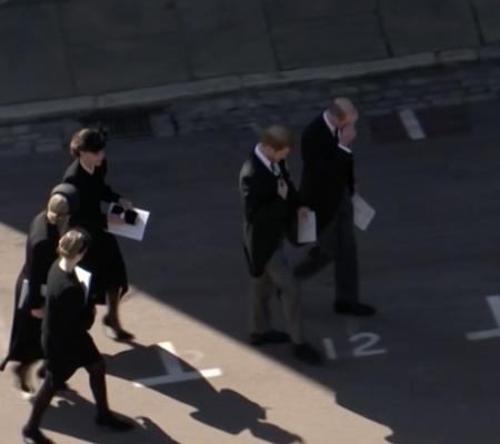 Funeraliile prinţului Philip: Prinţii William şi Harry, văzuţi discutând împreună la încheierea slujbei