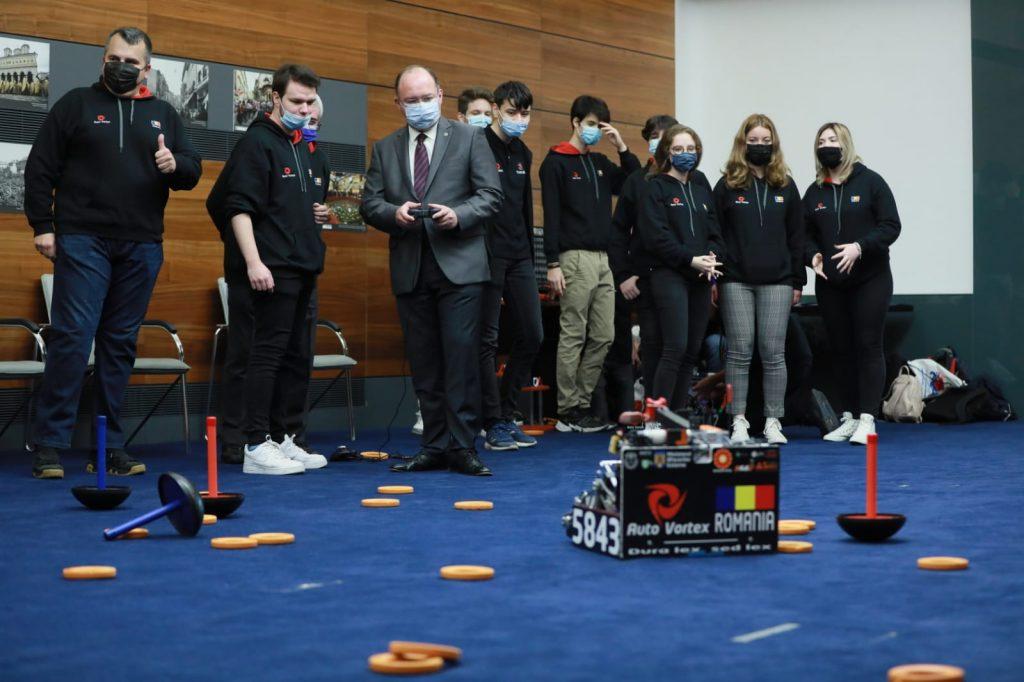 """Echipa națională de robotică AutoVortex - premiului I la Campionatul Internațional de Robotică """"FTC Russia 2021"""" (MAE)"""
