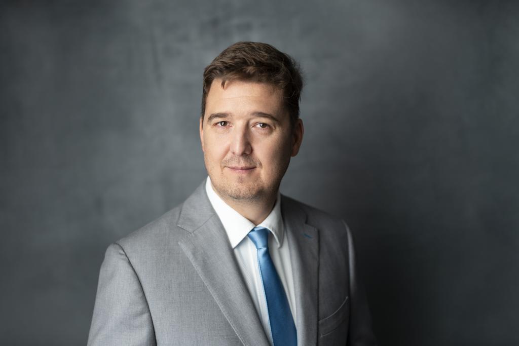 interviu Ondrej Safar CEZ România are nevoie de investiții semnificative în capacități de producție cu emisii reduse de carbon, de stocare a energiei, echilibrare și capacități de adaptare a rețelelor de distribuție și transport al energiei electrice