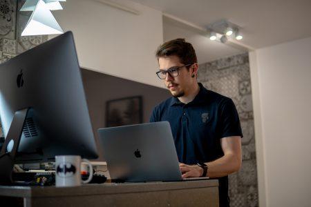 Petru Trîmbițas, Fondator Wellcode, Anca Rarau Brandocracy noua identitate brand codul morse